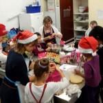 Atelier cuisine pour préparer le goûter de l'après-midi festive à la Barakason le 20 décembre
